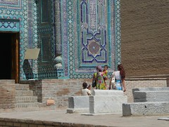 Uzbekistan . Samarkand (manu/manuela) Tags: ladies people architecture children uzbekistan samarkand femmes ncropole muslimart ouzbkistan artislamique