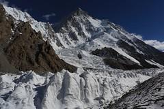 El K2 des del CB (ferran_latorre) Tags: pakistan mountain snow nature landscape climb paradise climbing mountaineering k2 alpinismo montaa paraso alpinisme alpinism karakorum broadpeak ferranlatorre