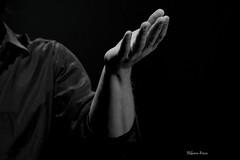 Mi riemp di cicatrici carezzandomi la faccia (Guarda Nuvole) Tags: music love hall tour hand concerto musica mano firenze obi vero amore biancoenero almonte corde chitarre 2013 supersantos malamor amorevero mannarino tantoamore alessandromannarino bardellarabbia supersantostour cordeconcertopersolechitarre stefaniabesca concertopersolechitarretour2013 cordeconcertopersolechitarretour2013 mannarinolive2013