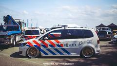 Volkswagen Touran - BBS Rennsport (Rick Bruinsma) Tags: volkswagen gold ride air hangar nederland police strip static katwijk rs bbs airfield rm boef zuidholland politie touran e28 airride rennsport stanced