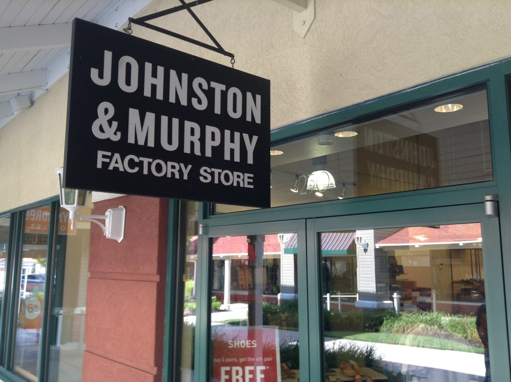 Since , Johnston & Murphy proposes a premium selection of men's and women's footwear, accessories, apparel and gifts.