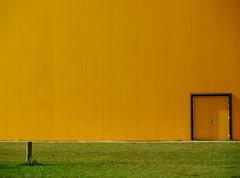 CONTinent. (Warmoezenier) Tags: amarillo black building colours continent deur door geel green groen hal kleuren middelburg negro pascua pasen puerta voorjaar walcheren yellow zeeland zwart