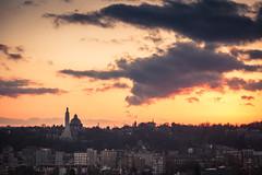 Le bon gros nuage / The Big Friendly Cloud... (Gilderic Photography) Tags: liege belgium belgique belgie cloud nuage sky ciel sunset cityscape city memorial cointe canon 500d gilderic