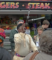 Gers . Steak (Bricheno) Tags: festival scotland glasgow indian escocia parade knives juggler westend szkocja schottland mela 2014 scozia cosse  esccia   bricheno scoia