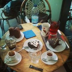 """""""Reunión de gordos"""" (JF Sebastian) Tags: coffee café cake zaragoza squareformat nexus4 morethan100visits morethan250visits instagramapp uploaded:by=instagram foursquare:venue=4e91888cb8f79f71dee6531e"""