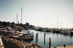 Anglų lietuvių žodynas. Žodis marina reiškia n prieplauka (kur nuomojamos valtys, jachtos). lietuviškai.