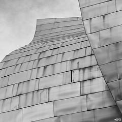 La excepcin que confirma la regla. (Jose_Prez) Tags: espaa arquitectura error bilbao guggenheim formas euskadi texturas paisvasco curvas defecto titanio