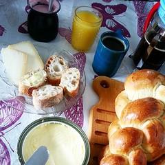#breakfast anyone? ;) #cafedamanha #petitdejeuner #bread #pao #pain (Bibi) Tags: coffee café cheese breakfast bread pain jus juice queijo butter pão fromage suco beurre petitdéjeuner cafédamanhã manteiga iphoneography instagramapp