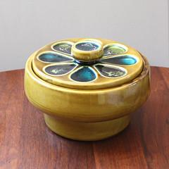 Petals. (Kultur*) Tags: california green modern century vintage avocado bowl pottery atomic dip serving mid lidded midcentury 695
