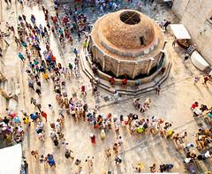 Dubrovnik - Hrvatska (laurentzim) Tags: people color castle circle angle 14 wide croatia grand best queue 24 chateau dubrovnik crowded croatie hrvatska d700