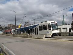 2001 Siemens SD660 #314 & 1999 Siemens SD600 #323 (busdude) Tags: light max siemens rail area express trimet metropolitan lrv sd600 sd660
