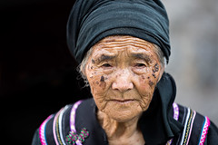 Portrait of a tribal woman in Xinjie, Yunnan, China. (cookiesound) Tags: china travel portrait woman face canon photography asia photographer expression tribal oldwoman yunnan tribe wrinkles headband riceterraces travelphotography yunnanprovince duoyishu tribalwoman travelphotographer yuangyang xinjie cookiesound nisamaier ullimaier yuangyangcounty yuangyancounty yuangyan