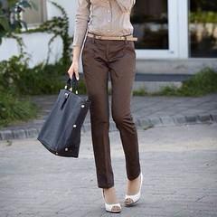 กางเกง ทำงาน แฟชั่นเกาหลี ฟอร์มพนักงาน นำเข้า ไซส์MถึงXL สีน้ำตาล พรีออเดอร์MI577 กางเกง แบบใหม่สวยแฟชั่นเกาหลีด้วยกางเกงทำงานทรงสวยเนื้อผ้าผสมแบบดูคลาสสิกมีระดับ ไม่ยับง่ายสวยดูเก๋มีเอกลักษณ์  ไซส์ M : ยาว 97 เอว 66-69 สะโพก 84-87 ซม. ไซส์ L : ยาว 98 เอว