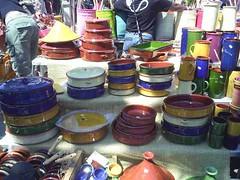 mot-2006-remoulins-pic_0045_st-remy-market-pottery-stall_800x600