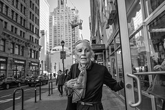 Chestnut Street, 2016 (Alan Barr) Tags: philadelphia 2016 chestnutstreet street sp streetphotography streetphoto blackandwhite bw blackwhite mono monochrome candid people ricoh gr