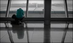 esperar   /  waiting (madelpi1950) Tags: espera wait soledad loneliness aeropuerto airport