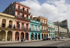 Paseo de Martí, Havana, Cuba (JH_1982) Tags: paseo de martí marti prado houses buildings colours colors colourful colorful colour color architecture landmark historic street avenue city center centre urban urbanity la habana vieja old havana havanna havane lavana 哈瓦那 ハバナ 아바나 гавана hawana हवाना هافانا הוואנה cuba kuba 古巴キューバ 쿠바 куба क्यूबा كوبا