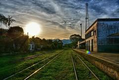 D71_4809z2 (A. Neto) Tags: d7100 nikon nikond7100 sigmadc18250macrohsmos sigma color sunset railroad trainstation rails clouds sun morretes