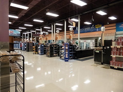 Checkouts... (Nicholas Eckhart) Tags: america us usa columbus ohio oh retail stores hilliard former closed empty closing gianteagle supermarket groceries interior