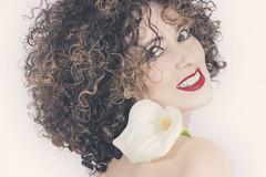 03 (Rafi Moreno) Tags: rafi retro vintage pale curly rizos flowers flor cala lirio canon autorretrato selfportrait portrait fondoblanco retrato