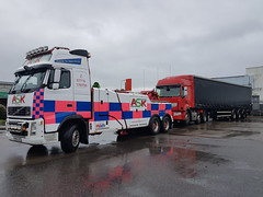 FH13 Backing Up Loaded Tractor Unit And Trailer (JAMES2039) Tags: volvo tow towtruck truck lorry wrecker heavy underlift heavyunderlift 6wheeler frontsuspend cardiff rescue breakdown ask askrecovery recovery fh13 pn09juc pn09 juc renault premium artic tractorunit trailer