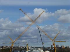 Crane fencing (skumroffe) Tags: cranes gruas grues kranar lyftkranar liebherrltm1250 liebherr ltm 1250 kranen smista smistaallë binsell binsellistockholm huddinge stockholm sweden fencing fäktning