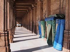 Gujarat 2015 (hunbille) Tags: india gujarat ahmedabad oldcity old city kalupur pol kalupurpol jamimasjid jami masjid jama mosque jamma jumma jammi arch carpet rug shadow