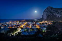 Lunar flare (Michele Naro) Tags: sanvitolocapo nikkor35mmf18 nikond610 nightshot night sicily sicilia sizilien sicile sea see italien italy italia italie iamnikon
