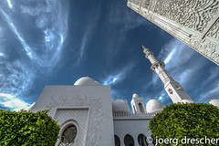 grand_mosque_9.jpg (Joerg Drescher) Tags: sky architecture clouds arch islam mosque sheikhzayedmosque