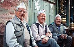 Three Nepalese Chilling in Streets of Bhaktapur (terbeck) Tags: street old travel nepal shadow sun senior reisen asia asien alt nepalese granny bhaktapur nepali rentner nikond90 terbeck