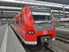 DB 425 625-1, Mnchen Hbf (Haupthalle), de-M (dolanansepur) Tags: train br eisenbahn railway zug db german local bahn regional deutsche 425