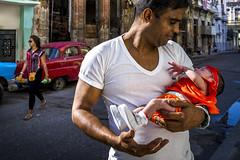 La Habana Hombre en la reflexin _DSC6872 (ciao) Tags: travel baby man love car zeiss 35mm prime sony father havana cuba streetphotography tenderness rx1r