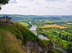 Tal der Dordogne / Dordogne Valley (schreibtnix on'n off) Tags: blue sky white france travelling clouds river reisen frankreich europa europe day view cloudy himmel wolken dordogne blau domme ausblick bastide weis flus dordognevalley olympuse5 talderdordogne schreibtnix