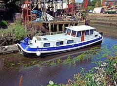 london boat canal brentford