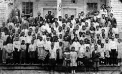 Class portrait at Dunbar School - Quincy (State Library and Archives of Florida) Tags: quincy florida americanflags schools principals usflags schoolbuildings africanamericanchildren classportraits dunbarschool