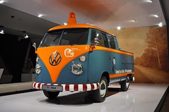 Volkswagen T1 - customer service support vehicle (1964) (Transaxle (alias Toprope)) Tags: 50faves 50favs brand pavillion autostadt wolfsburg germany pr public relation relations publicrelation publicrelations marketing show image auto autos car cars coche coches carro carros macchina macchine vehicle vehicles wheels wheel engine motor machine soul beauty power toprope vw german engineering volkswagen t1 doublecab kundendiensthilfswagen customerservicesupport commercialvehicle pickup orange twotone 1964 aircooled flat4 boxer 15litre millionseller 1950 museum mostfavedplus splitscreens 40favs 15favs 10000views 10000 15000views 15000 10favs 8favs 20favs 博物館 السيارات 車 motorama motoriginal motorizados 20faves