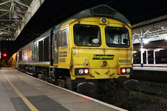 Freightliner 66585 at York on 6Y11 (60044) Tags: photo photography night freightliner 66585 6y11 tyne yard newcastle england york ballast station train trains hobc high output cleaner network rail engineering colours