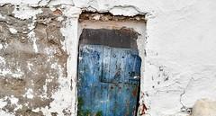Puerta azul. (jumaro41) Tags: puerta azul vacaciones verano blanco almería españa color