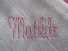 Matilde (leonilde_bernardes) Tags: boy girl kinder linge bordados bebs fraldas embroiderymachine lembranaspersonalizadas bordadosmquina embroyderie fraldasbordadas bordadospersonalizados enxovis enxovaisparabeb panlesdetela enxovispersonalizados fraldasdebeb