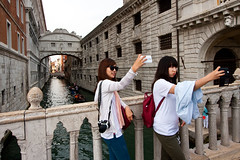Bridge of Selfies (China Chas) Tags: venice italy tourism tourists bridgeofsighs venezia 1022mm selfie 2014