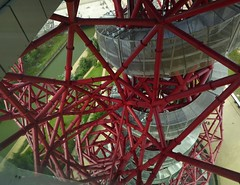 Craziness at the Olympic Park (Englepip) Tags: red london web east olympic orbit stratford arcelormittal