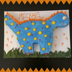 Dinosaur cake, Pittsburgh, PA, www.birthdaycakes4free.com