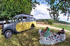 Le dner sur l'herbe - Bus Citron (ppf_4) Tags: fisheye 8mm hdr meudon d90 samyang ledjeunersurlherbe buscitron