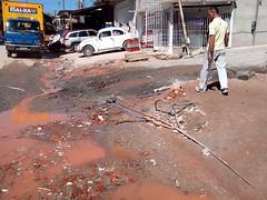 IMG_20140429_121706 (urb_anx) Tags: água gato carro morador infraestrutura vazamento