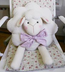 Almofada Ovelha (Meia Tigela flickr) Tags: beb carneiro ovelha ovelhinha carneirinho