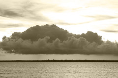 Taiwan,Penghu─storm coming (Johnson Hung) Tags: city light sunset sea sky cloud sun storm nature weather skyline canon eos cloudy taiwan efs1855mm formosa penghu seaview pescadores penghuislands magong 450d canoneoskissx2 projectweather
