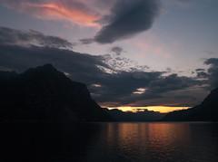 inguine leonardesco 202 - lago di Lecco (Alberto Cameroni) Tags: leica lago nuvole lac cielo lombardia lecco sera crepuscolo lario lagodilecco oscurita dlux4 inguineleonardesco