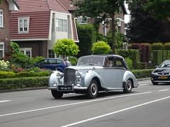 PP-46-93 Bentley op weg naar het Concours d' Elegance 2014 Apeldoorn (willemalink) Tags: d het op concours bentley naar apeldoorn weg elegance 2014 pp4693