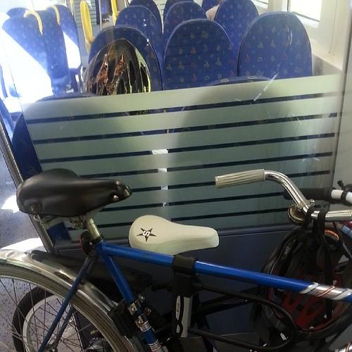 #Cykel på #pendeln på väg till Gnesta och vidare. Praktiskt au få skjuts en bit på vägen.