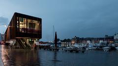 New fishmarket hall (AxelN) Tags: building modern night evening abend town nacht norwegen stadt bergen gebude hordaland beleuchtung electriclightning